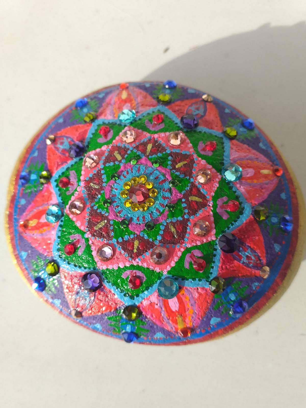steinekunst harmonisierende schmucksteine  mandalas
